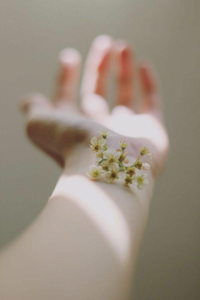 Bras lumière fleur